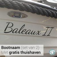 Bootnaam sticker, set van twee bootstickers bestellen. De zwarte sticker op het voorbeeld zit strak op de overnaads sloep.