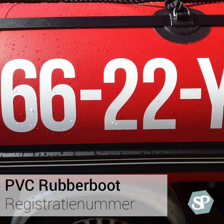 Rode rubberboot op trailer, het rubberboot registratienummer is net opgeplakt. Een mooi voorbeeld van rubberboot PVC bootstickers.